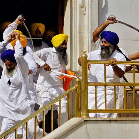 Sword Fight Erupts at Sikh Temple in India | VICE News