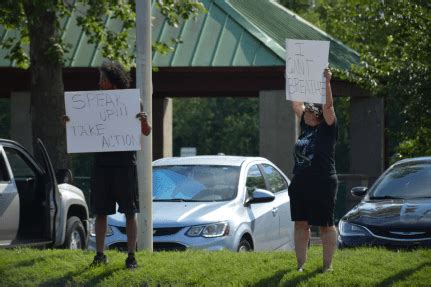 [Photos] Protesters gather on Wilma Rudolph Boulevard