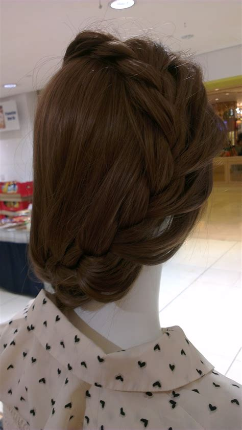 Dip Drops Singapore: French Braid Hairstyle Ideas